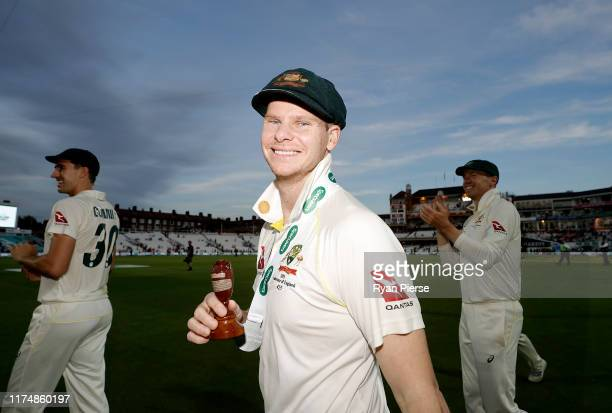 Steve Smith of Australia celebrates with the Urn after Australian drew the series to retain the Ashes during day four of the 5th Specsavers Ashes...