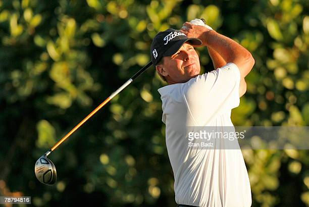 Steve Stricker hits his tee shot at the second playoff hole of the Mercedes-Benz Championship at the Plantation Course at Kapalua on January 6, 2008...