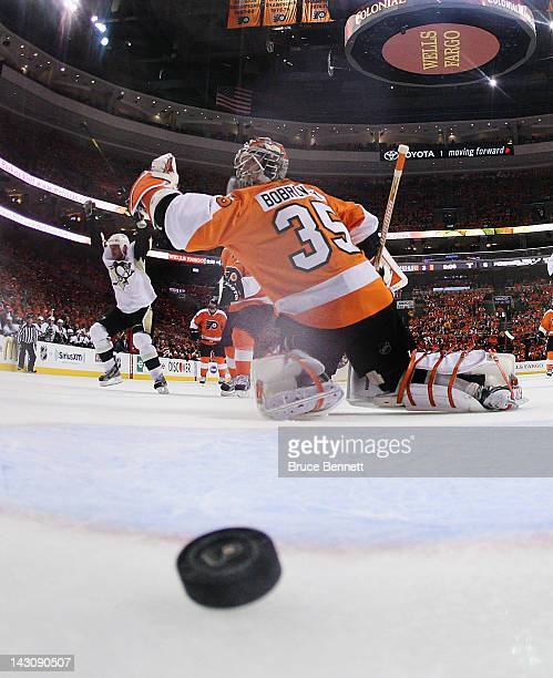 Steve Sullivan of the Pittsburgh Penguins scores a powerplay goal at 1055 of the second period against Sergei Bobrovsky of the Philadelphia Flyers in...