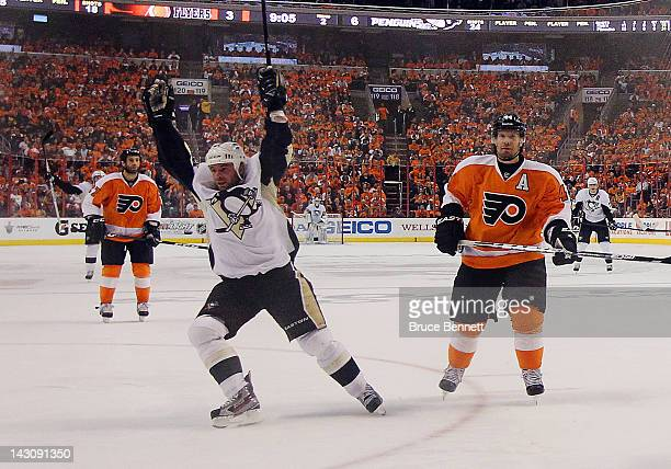 Steve Sullivan of the Pittsburgh Penguins scores a powerplay goal at 1055 of the second period against the Philadelphia Flyers in Game Four of the...