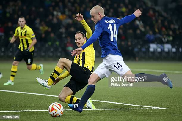 Steve Von Bergen of BSC Young Boys battles for the ball with Steven Naismith of Everton FC during the UEFA Europa League Round of 32 match between...