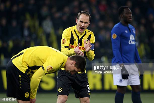 Steve Von Bergen of BSC Young Boys motivates his teammates during the UEFA Europa League Round of 32 match between BSC Young Boys and Everton FC at...