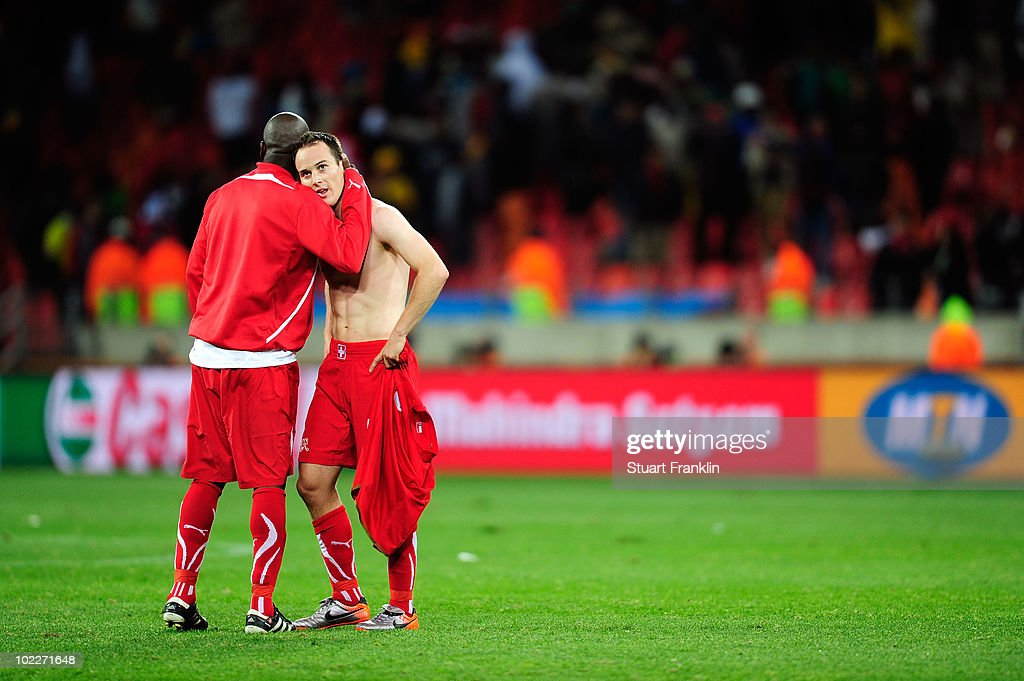 Chile v Switzerland: Group H - 2010 FIFA World Cup : News Photo