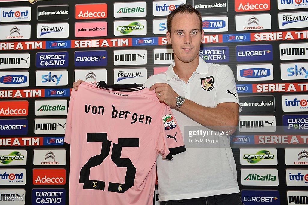 US Citta di Palermo Unveils New Signing Steve von Bergen : News Photo