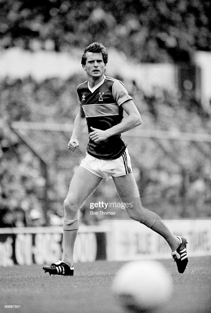 Steve Walford of West Ham United in action against Tottenham Hotspur in a Division 1 football match held at White Hart Lane, London on 3rd September 1983. West Ham United won 2-0. (Bob Thomas/Getty Images).
