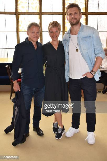 Steve Windolf Kerstin Landsmann and Axel Pape attend the 'Zuhause bin ich Darling' theater premiere at Komoedie am Kurfuerstendamm im SchillerTheater...
