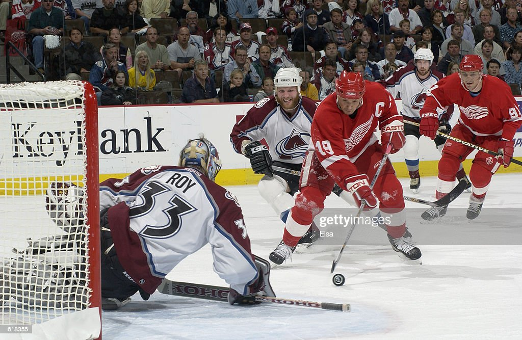 Red Wings v Avalanche : News Photo