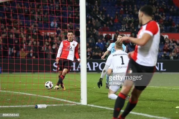 Steven Berghuis of Feyenoord goalkeeper Hidde Jurjus of Roda JC Sofyan Amrabat of Feyenoord during the Dutch Eredivisie match between Feyenoord...
