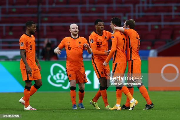 Steven Berghuis of Netherlands celebrates with Georginio Wijnaldum , Davy Klaassen , and Denzel Dumfries after scoring their team's first goal during...