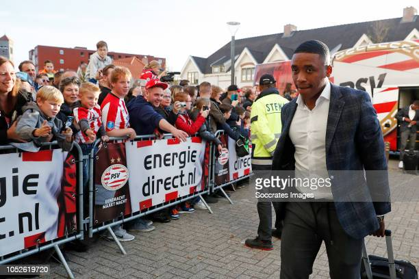 Steven Bergwijn of PSV arrives with the players bus during the Dutch Eredivisie match between PSV v FC Emmen at the Philips Stadium on October 20...