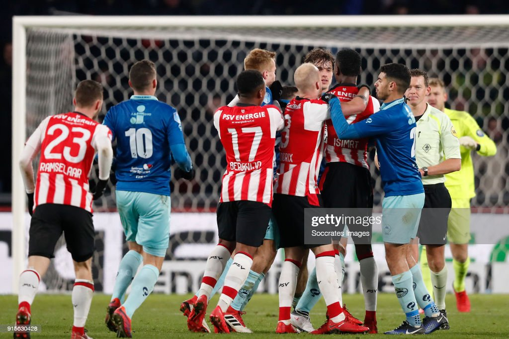 Steven Bergwijn of PSV, Mike van Duinen of Excelsior, Jorrit Hendrix of PSV, Jurgen Mattheij of Excelsior, Nicolas Isimat of PSV, Khalid Karami of Excelsior during the Dutch Eredivisie match between PSV v Excelsior at the Philips Stadium on February 7, 2018 in Eindhoven Netherlands
