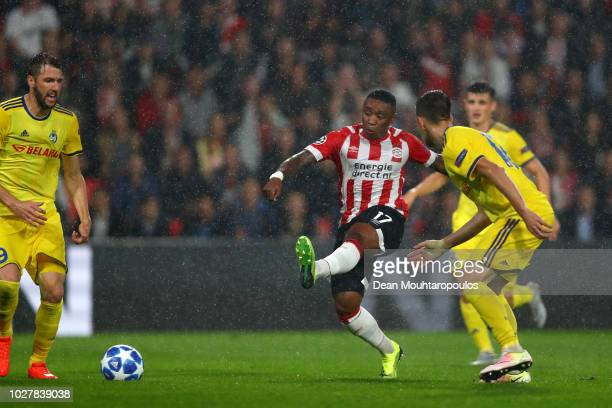 Steven Bergwijn of PSV scores the first goal during the UEFA Champions League Playoff second leg match between PSV Eindhoven and BATE Borisov at the...
