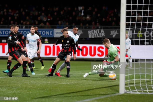 Steven Bergwijn of PSV scores the first goal to make it 0-1, Alessandro Damen of Excelsior during the Dutch Eredivisie match between Excelsior v PSV...