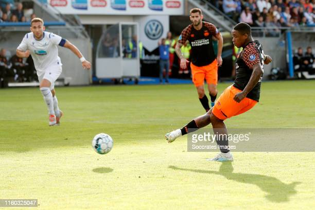 Steven Bergwijn of PSV scores the first goal to make it 0-1 during the UEFA Europa League match between FK Haugesund v PSV at the Haugesund Stadium...