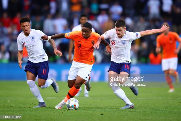 Steven Bergwijn of the Netherlands in action with Declan Rice and Jadon Sancho of England during the UEFA Nations League SemiFinal match between the...