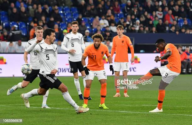 Steven Bergwijn of the Netherlands scores his team's first goal during the UEFA Nations League A group one match between Germany and Netherlands at...