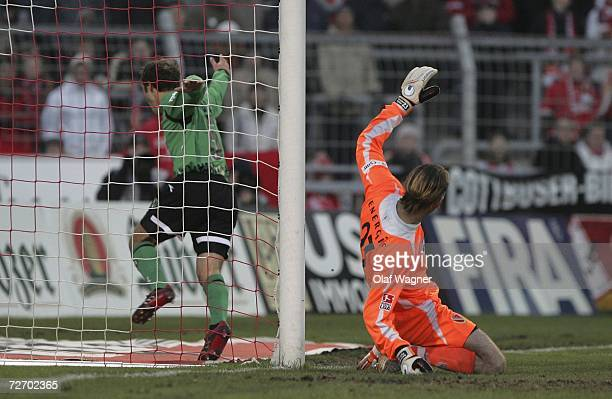 Steven Cherundolo of Hannover scored 0-1, Tomislav Piplica during the Bundesliga match between Energie Cottbus and Hanover 96 at the stadium der...
