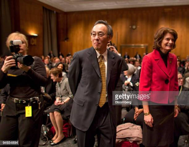 Steven Chu director of the Lawrence Berkeley National Laboratory in California center walks alongside Republican Senator Lisa Murkowski of Aslaska...