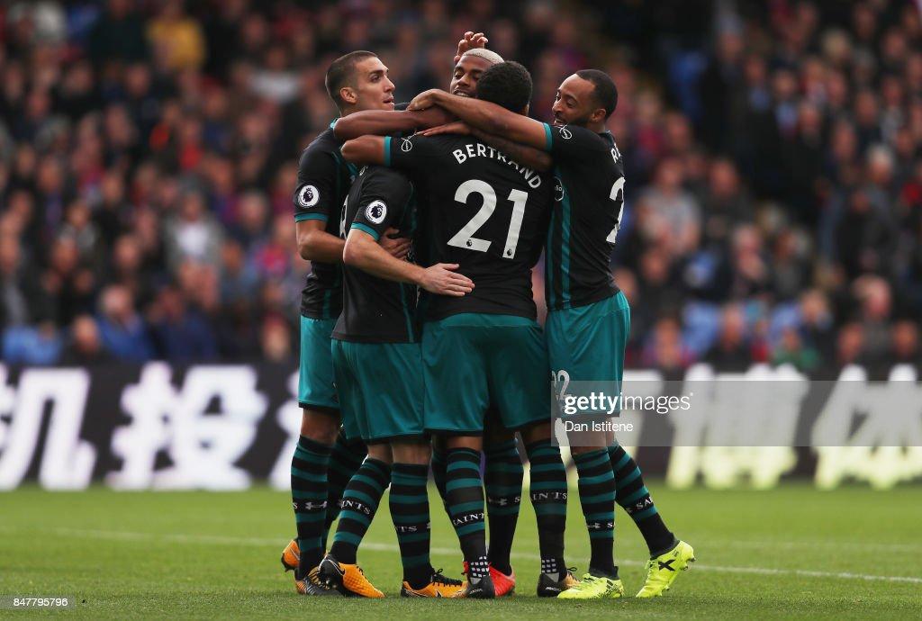 Crystal Palace v Southampton - Premier League : Nachrichtenfoto
