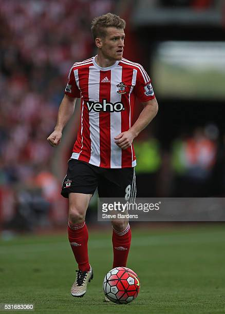 Steven Davis of Southampton in action during the Barclays Premier League match between Southampton and Crystal Palace at St Mary's Stadium on May 15...