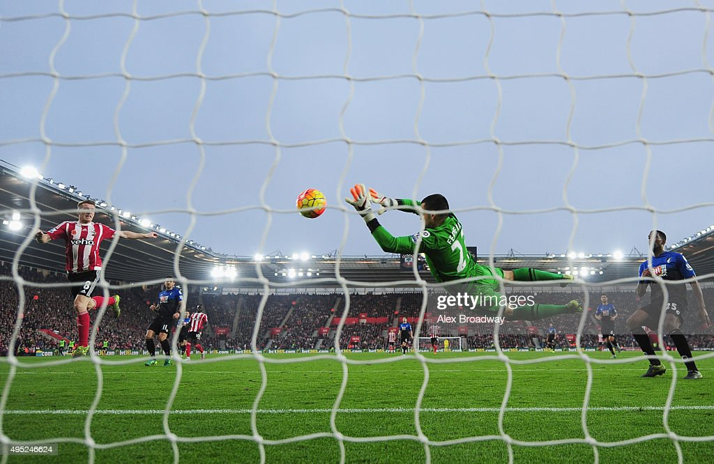 Steven Davis of Southampton (L) shoots past goalkeper Adam Federici of Bournemouth to score their first goal during the Barclays Premier League match between Southampton and A.F.C. Bournemouth at St Mary's Stadium on November 1, 2015 in Southampton, England.