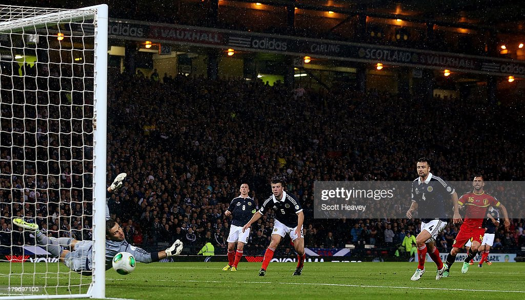 Steven Defour of Belgium scores their first goal during the FIFA 2014 World Cup Qualifying Group A match between Scotland and Belgium at Hampden Park on September 6, 2013 in Glasgow, Scotland.