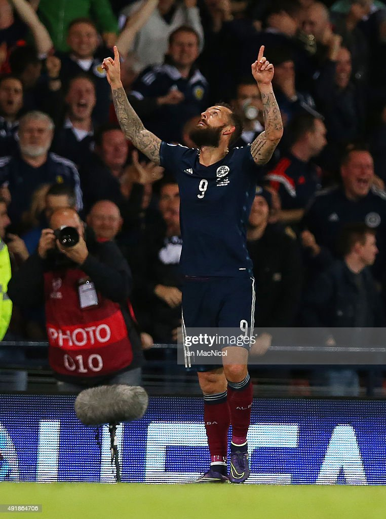 Steven Fletcher of Scotland celebrates scoring their second goal during the UEFA EURO 2016 qualifier between Scotland and Poland at Hampden Park on October 08, 2015 in Glasgow, Scotland.