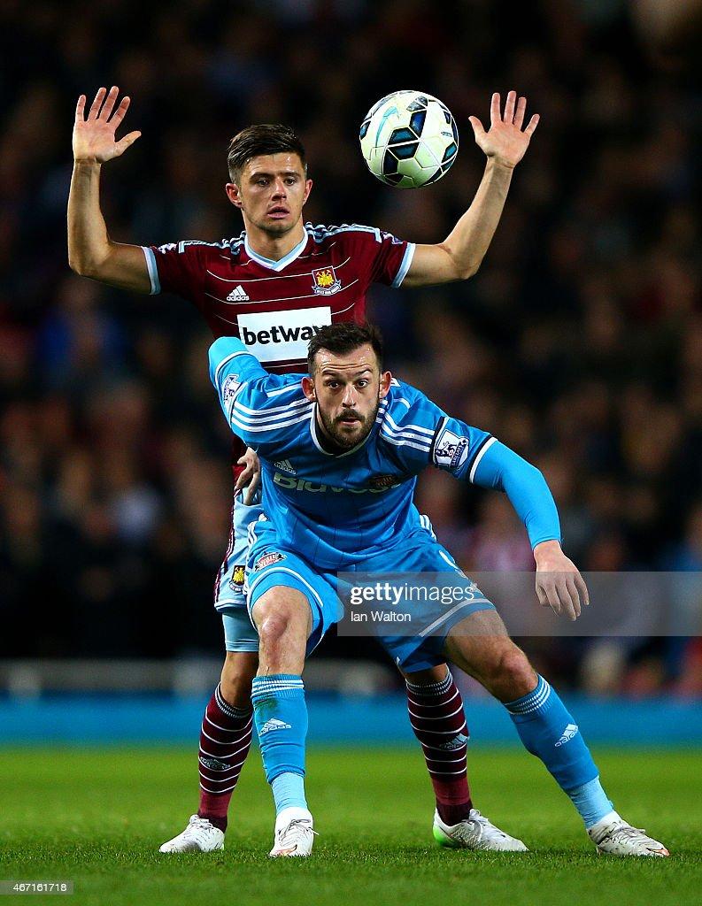 Steven Fletcher of Sunderland battles for the ball with Aaron Cresswell of West Ham during the Barclays Premier League match between West Ham United and Sunderland at Boleyn Ground on March 21, 2015 in London, England.