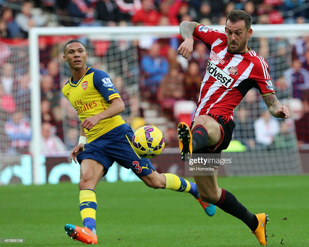 Steven Fletcher of Sunderland gets to the ball ahead of Keiran Gibbs of Arsenal (L) during the Barclays Premier League match between Sunderland AFC and Arsenal FC at The Stadium of Light on October 25, 2014 in Sunderland, England.