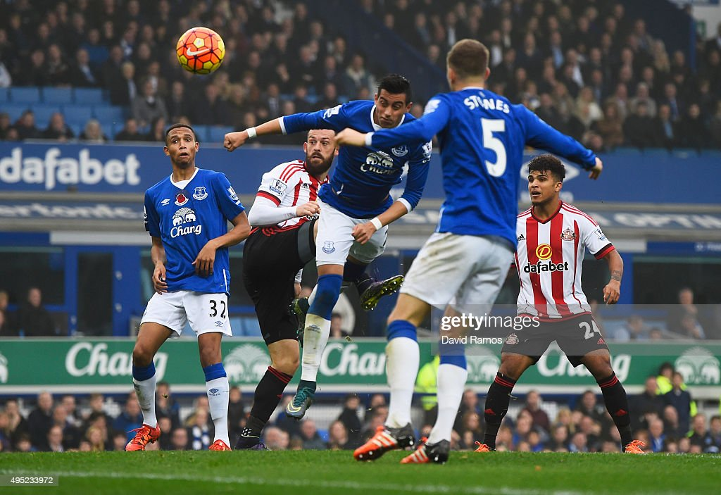 Steven Fletcher of Sunderland (2L) scores their second goal with a header during the Barclays Premier League match between Everton and Sunderland at Goodison Park on November 1, 2015 in Liverpool, England.