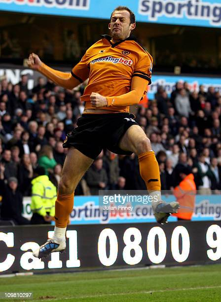 Steven Fletcher of Wolves scores the equalising goal during the Barclays Premier League match between Wolverhampton Wanderers and Tottenham Hotspur...