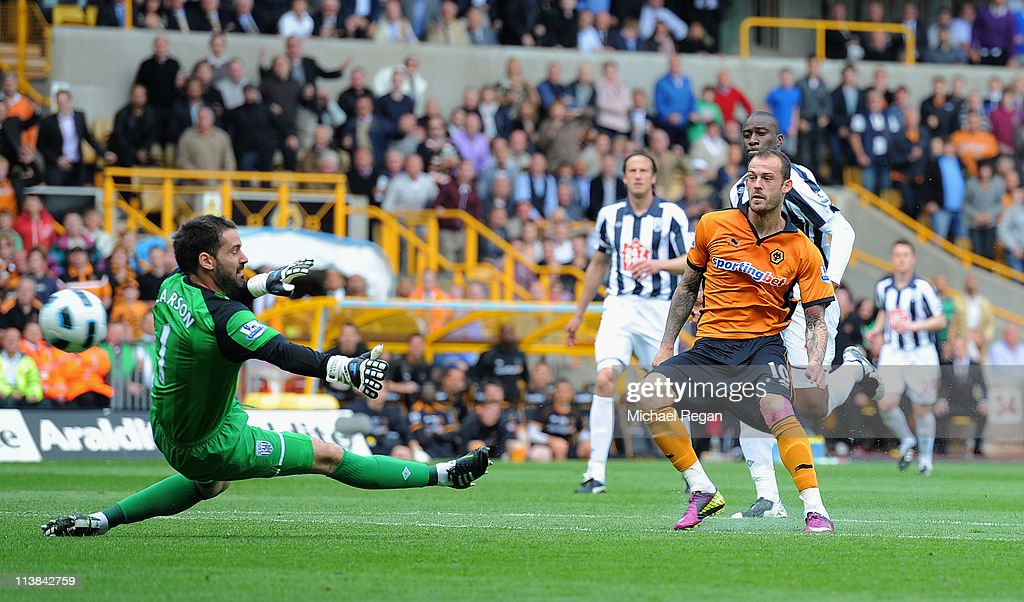 Steven Fletcher of Wolves shoots past Scott Carson of West Brom and scores to make it 3-0 during the Barclays Premier League match between Wolverhampton Wanderers and West Bromwich Albion at Molineux on May 8, 2011 in Wolverhampton, England.