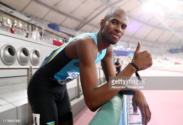 Steven Gardiner of the Bahamas celebrates winning gold after the Men's 400 metres final during day eight of 17th IAAF World Athletics Championships...