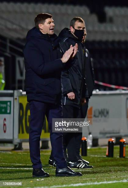 Steven Gerrard, manager of Rangers applaudes on the side line during the Ladbrokes Scottish Premiership match between St.Mirren and Rangers at The...