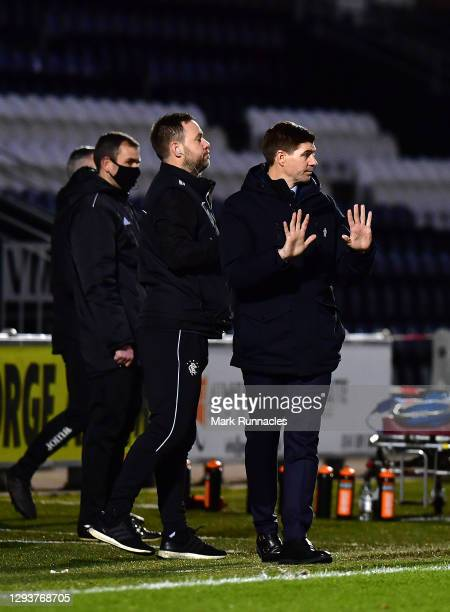 Steven Gerrard, Manager of Rangers issues instructions during the Ladbrokes Scottish Premiership match between St.Mirren and Rangers at The Simple...