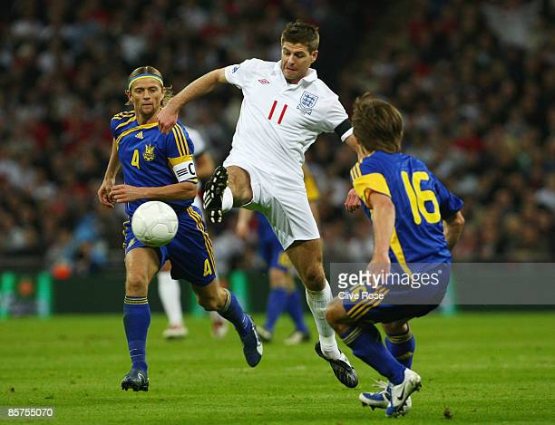 Steven Gerrard of England goes between Grigoriy Yarmash and Anatoliy Tymoshchuk of Urkaine during the FIFA 2010 World Cup Group 6 Qualifying match...