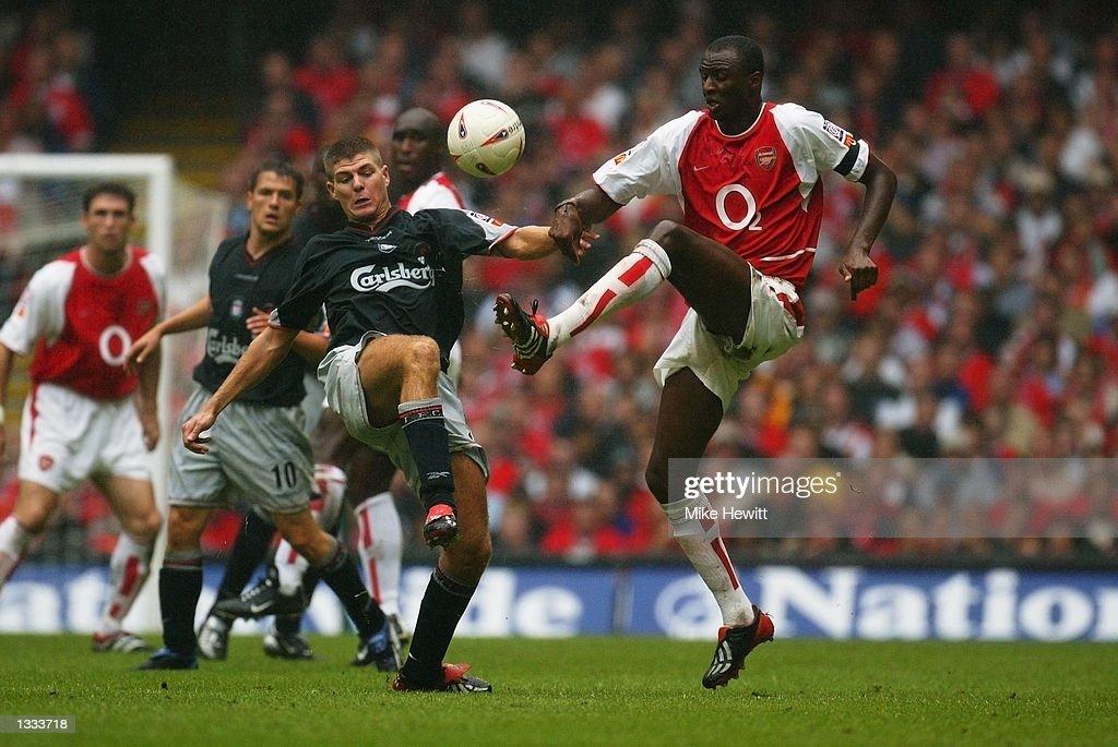 Steven Gerrard of Liverpool and Patrick Vieira of Arsenal : News Photo