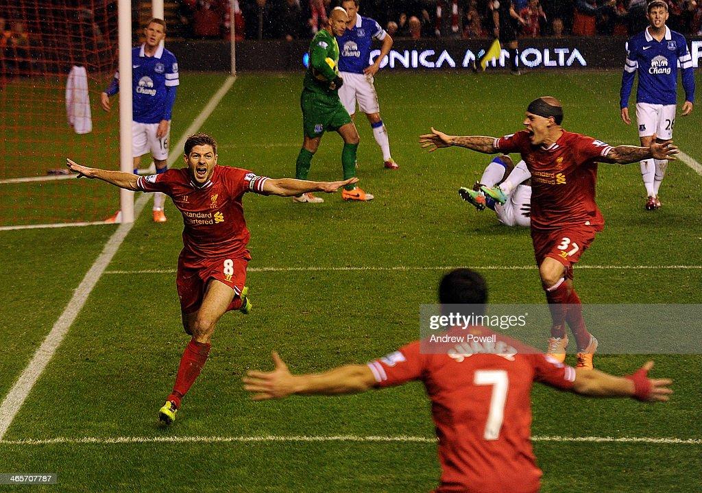 Liverpool v Everton - Premier League : Fotografía de noticias