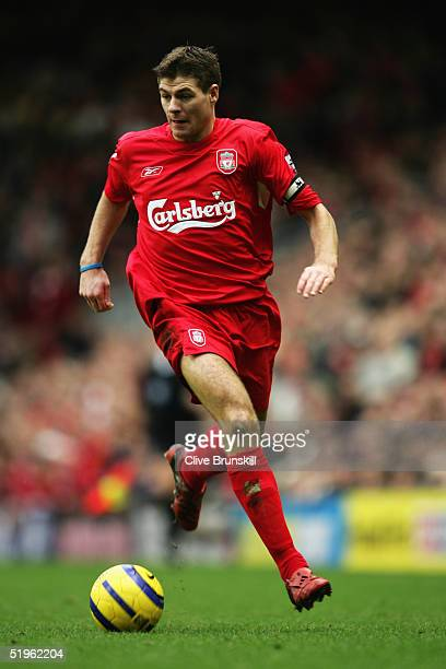 Steven Gerrard of Liverpool in action during the Barclays Premiership match between Liverpool and Chelsea at Anfield on January 1 2005 in Liverpool...
