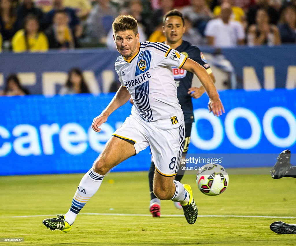 Steven Gerrard #8 of Los Angeles Galaxy races in on goal during the International Champions Cup 2015 match between Club America and Los Angeles Galaxy at the StubHub Center on July 11, 2015 in Carson, California.