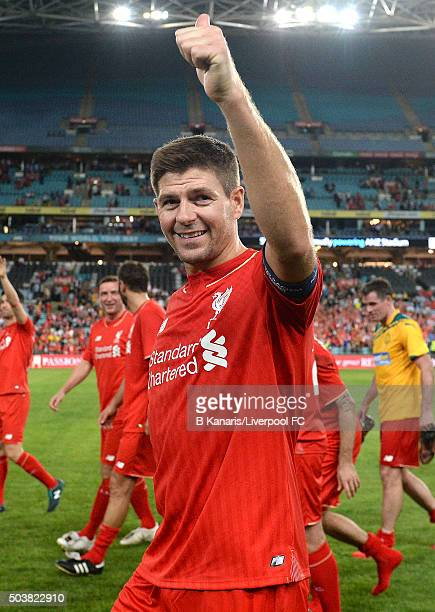 Steven Gerrard of the Liverpool Legends thanks fans for their support after the match between Liverpool FC Legends and the Australian Legends at ANZ...