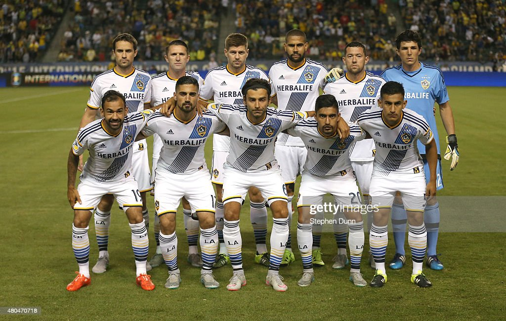 Steven Gerrard #8 of the Los Angeles Galaxy (3rd from L, back row) poses for a team photo with teammates before the match against Club America in the International Champions Cup 2015 at StubHub Center on July 11, 2015 in Los Angeles, California.