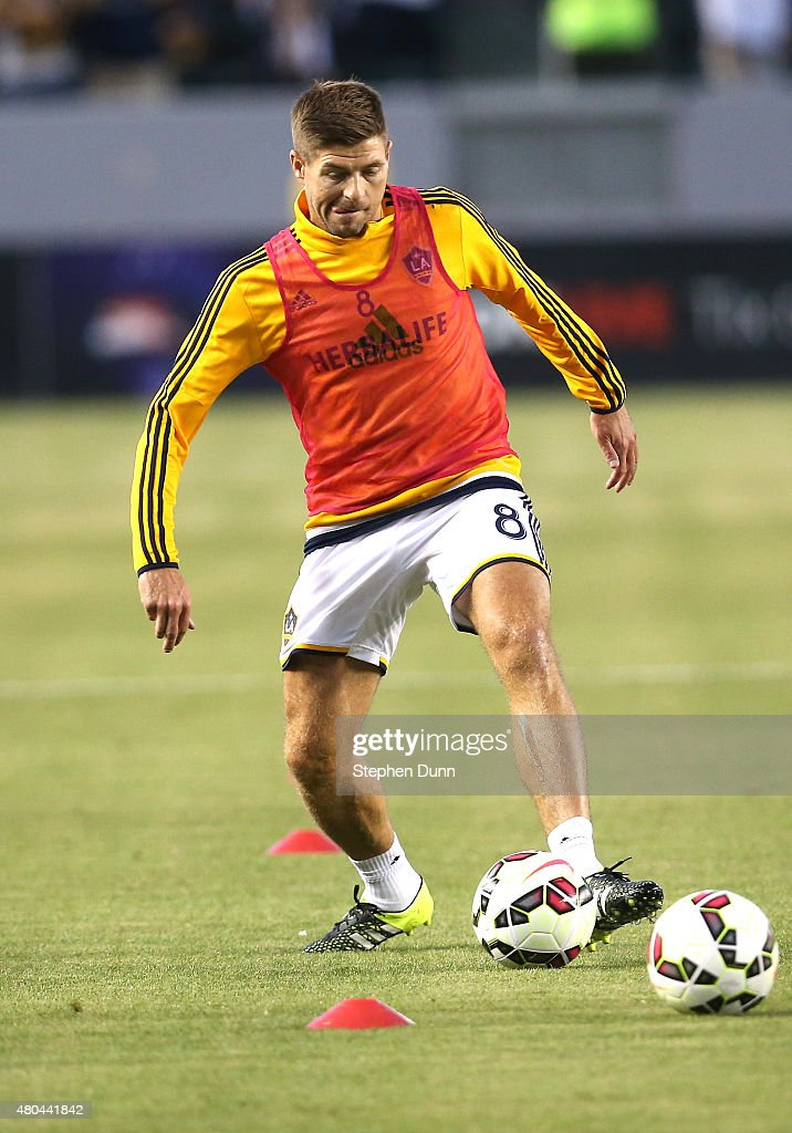 Steven Gerrard #8 of the Los Angeles Galaxy warms up before the match with Club America in the International Champions Cup 2015 at StubHub Center on July 11, 2015 in Los Angeles, California.