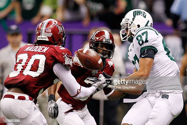 Steven Goulet of the Ohio University Bobcats catches a touchdown pass over Ladarrius Madden of the Troy University Trojans during the RL Carriers New...