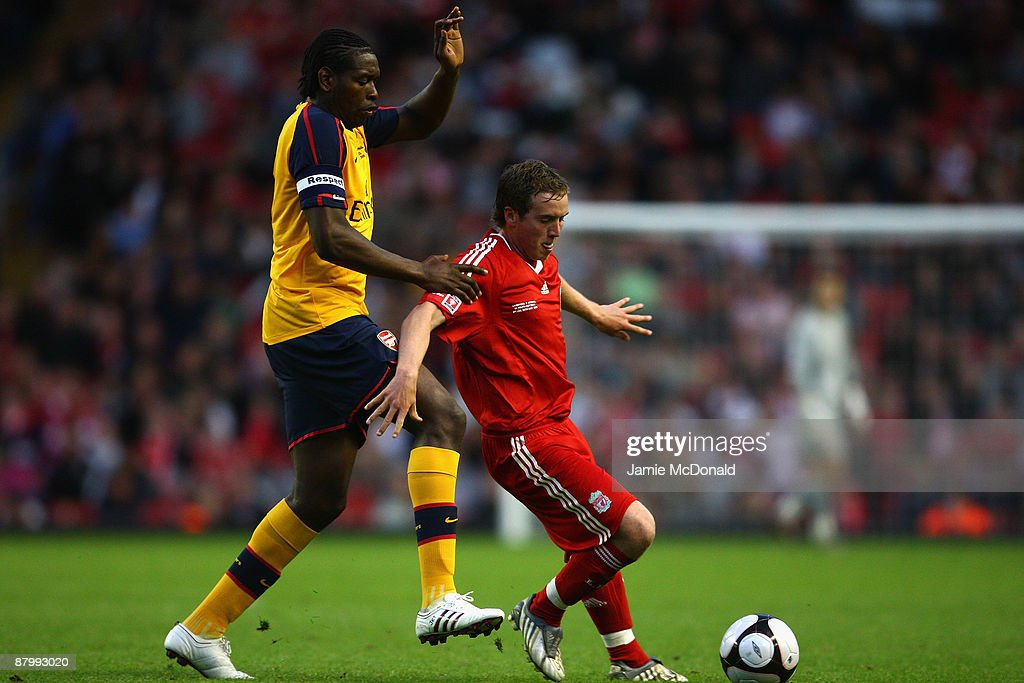 Steven Irwin of Liverpool battles with Jay Emmanuel Thomas of Arsenal during the second leg of the FA Youth Cup final sponsored by E.ON, between Liverpool and Arsenal at Anfield on May 26, 2009 in Liverpool, England.