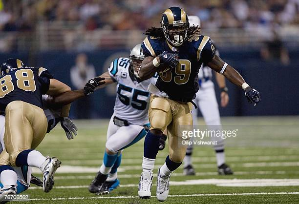 Steven Jackson of the St Louis Rams runs the ball against the Carolina Panthers during the NFL game on September 9 2007 at the Edward Jones Dome in...