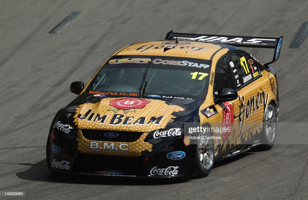 Clipsal 500 V8 Supercars - Practice and Qualifying