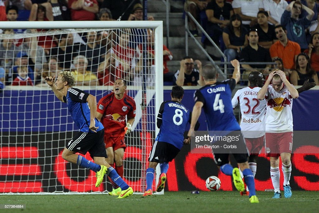 Steven Lenhart, (left), San Jose Earthquakes, scores his sides late equalizer during the New York Red Bulls Vs San Jose Earthquakes, Major League Soccer regular season match at Red Bull Arena, Harrison, New Jersey. USA. 19th July 2014. Photo Tim Clayton