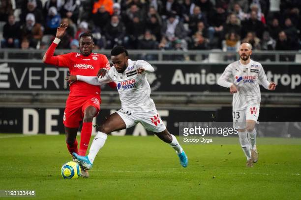 Steven MENDOZA of Amiens SC and Junior SAMBIA of Montpellier HSC during the Ligue 1 match between Amiens SC and Montpellier HSC at Stade Crédit...
