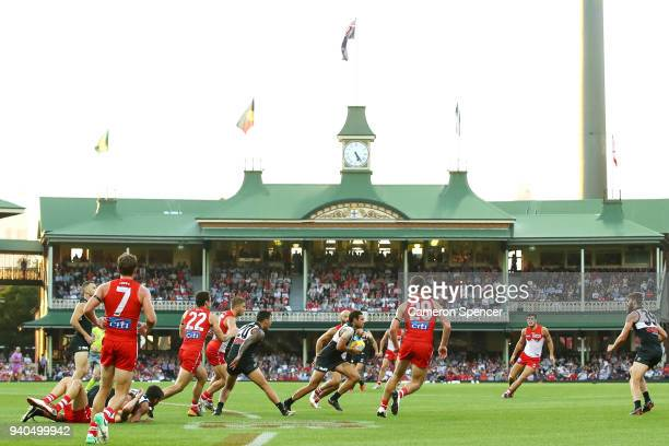 Steven Motlop runs the ball during the round two AFL match between the Sydney Swans and the Port Adelaide Power at the Sydney Cricket Ground on April...